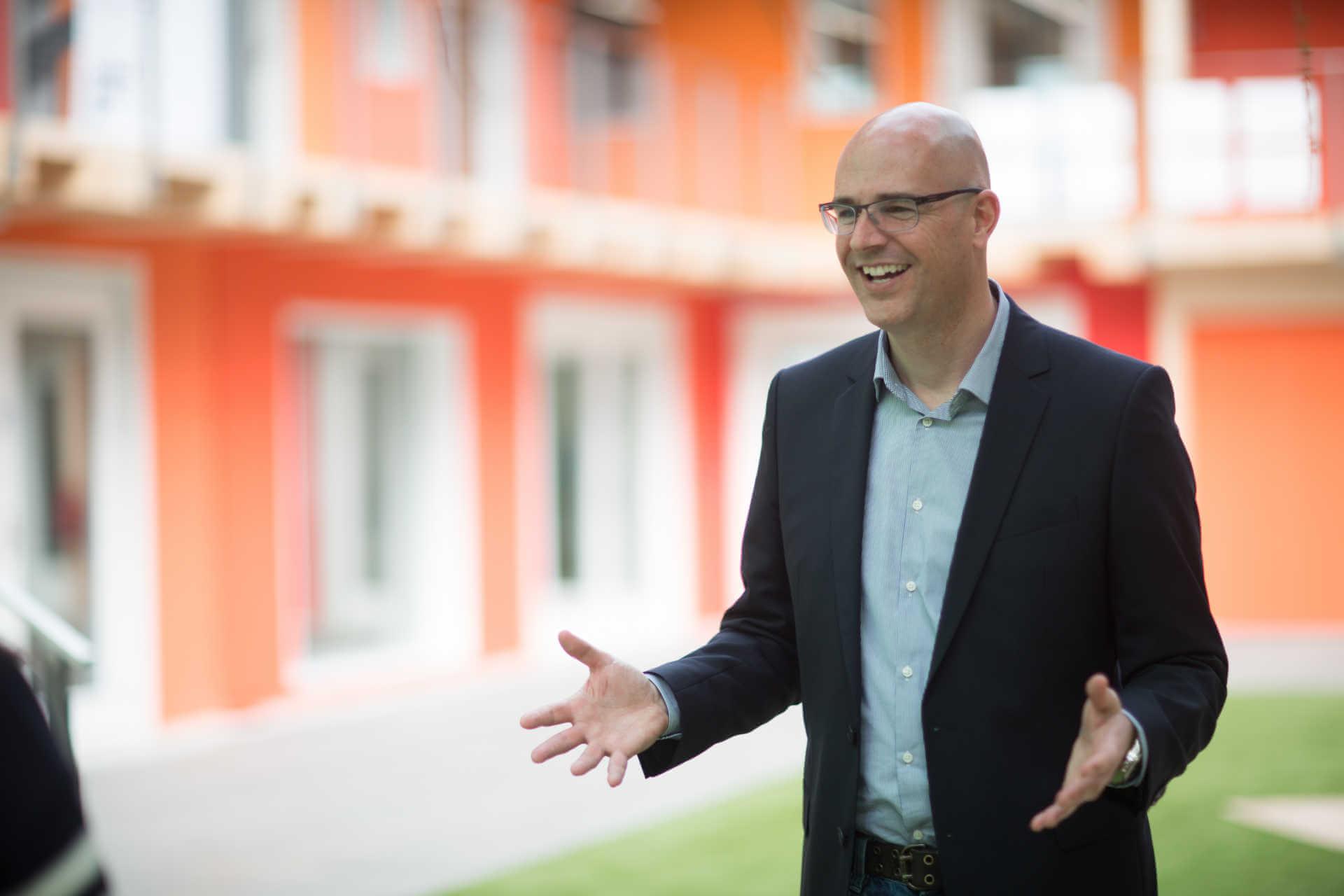 Claude Volery donne une formation vente à la Blue Factory de Fribourg.