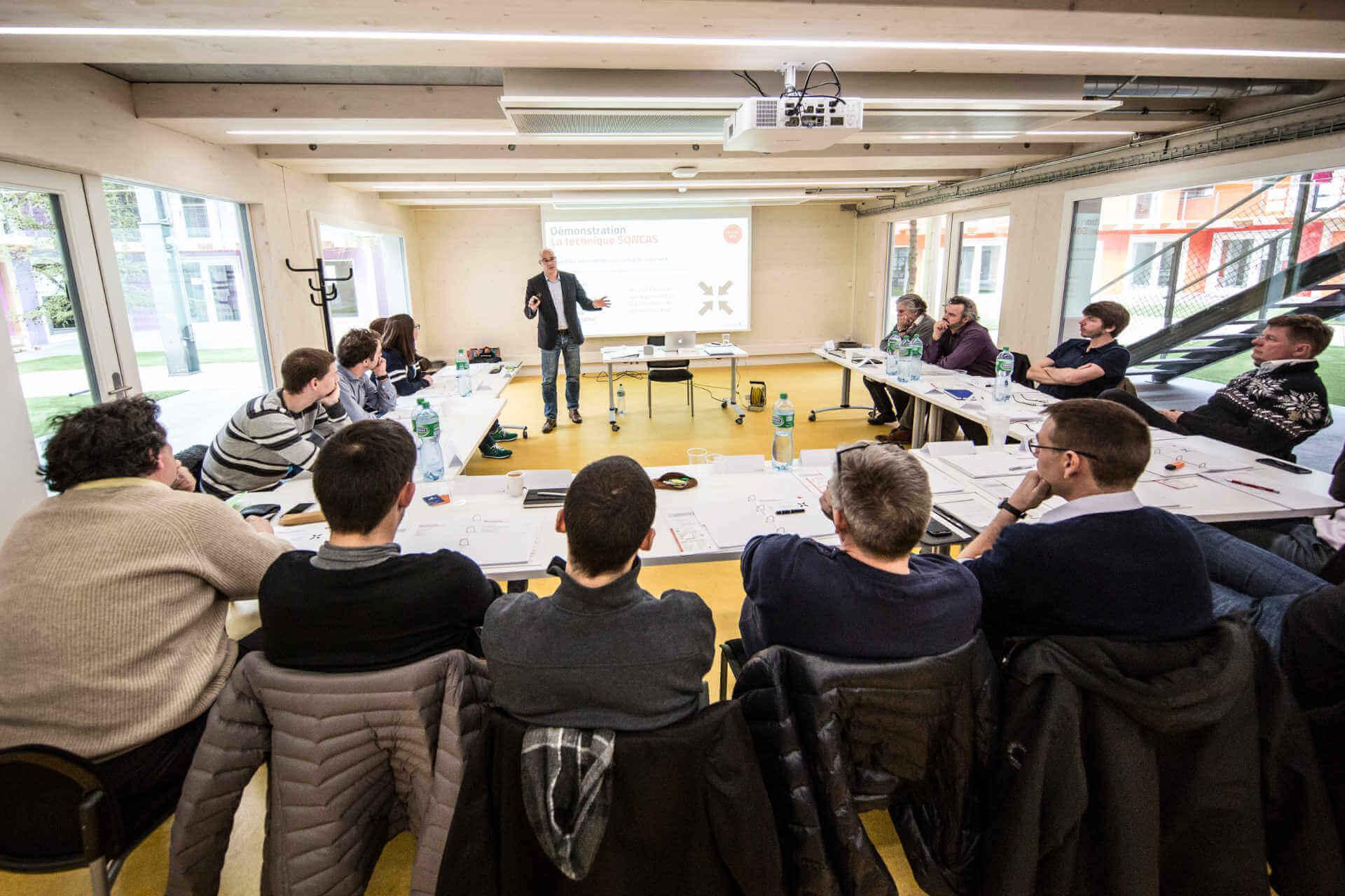Des créateurs de startups en formation vente avec Plus Sept et Claude Volery